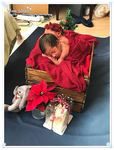 newborn pics a24.jpg