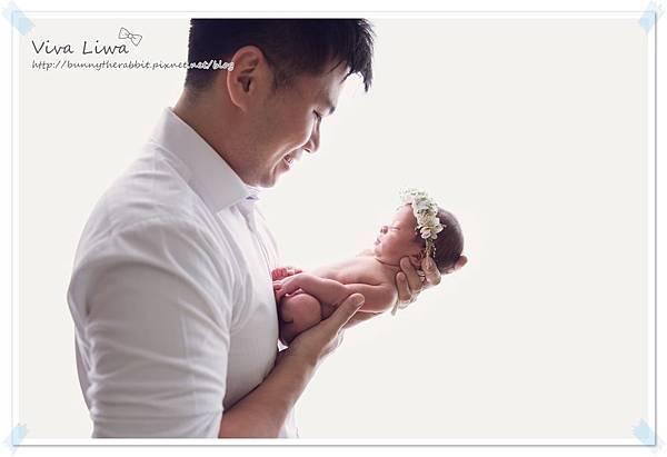 newborn pics b2.jpg