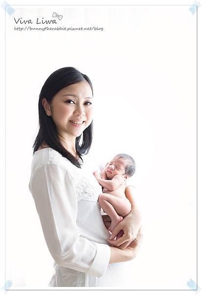 newborn pics b8.jpg