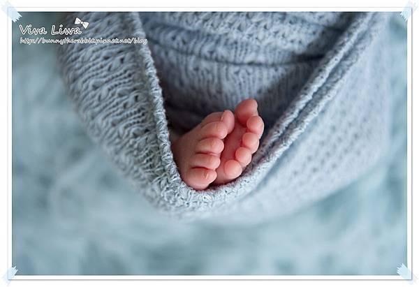 newborn pics b25.jpg