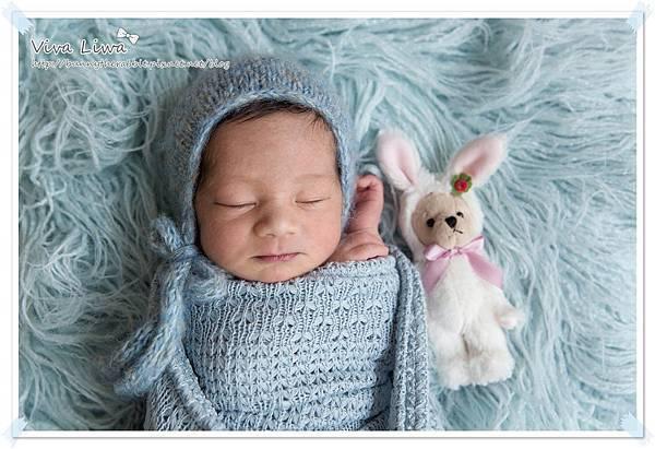 newborn pics b28.jpg
