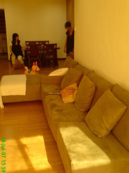 阿雅家沙發很舒服