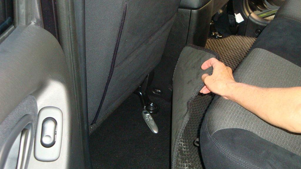 車輛安檢發現聲控錄音器材
