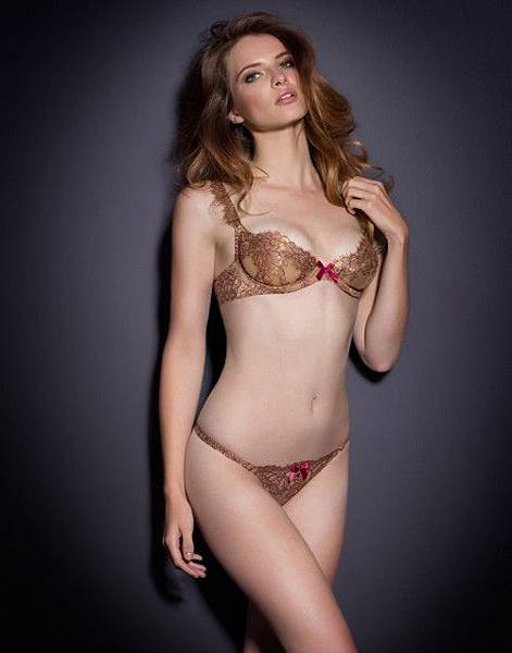 agent-provocateur-zaharah-gold-luxury-lace-bra-set.jpg