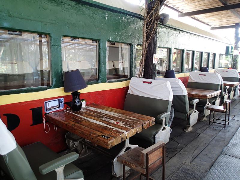 園區以火車為主體.車廂內外都可以用餐