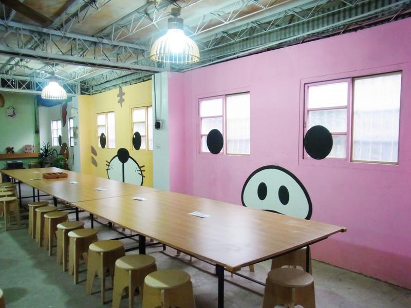 工作區的牆壁塗鴉.很可愛喔!