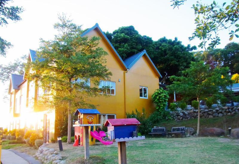 青青湖畔餐廳的主要建築物和小庭園