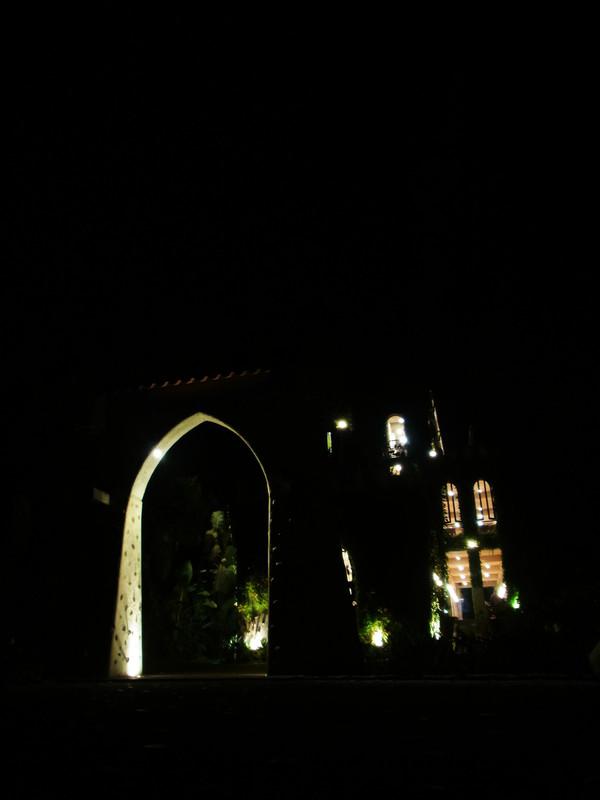 晚上的天空古堡是不是更顯得浪漫呀!