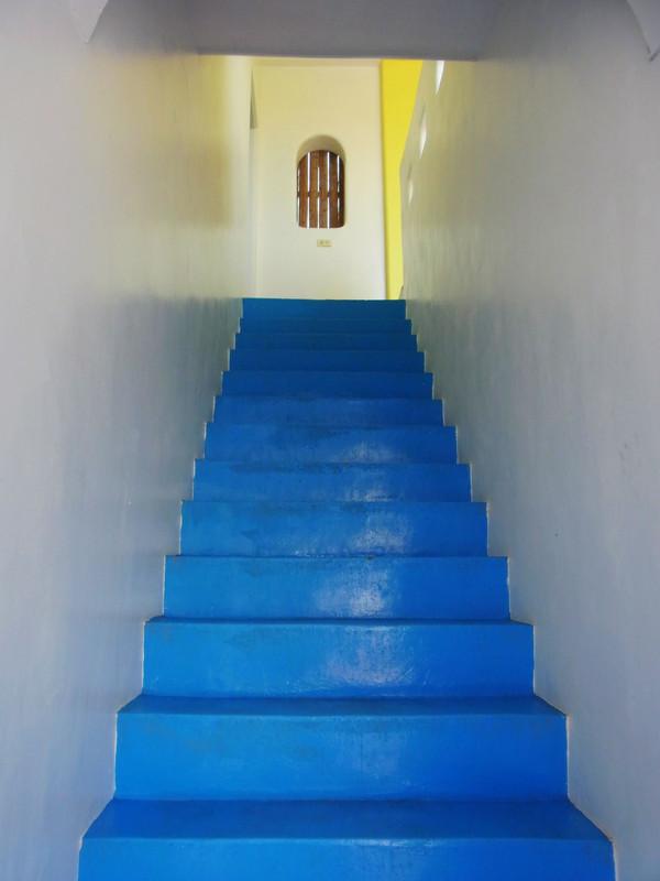 準備上樓看看我們的房間囉