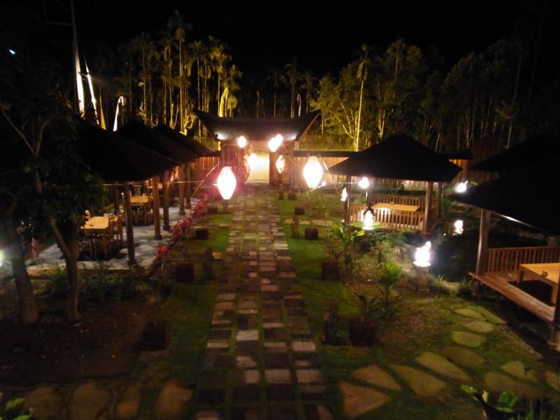 夜晚的庭園