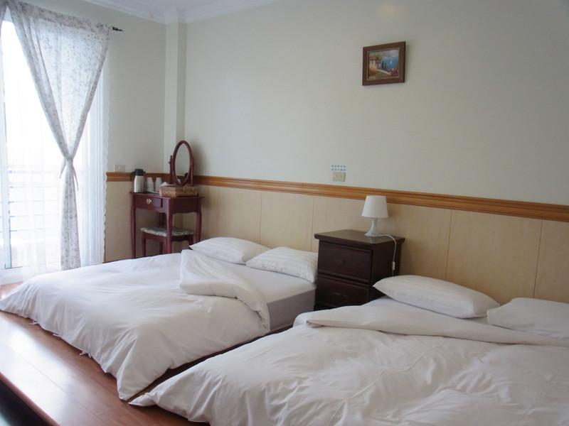 來到我們房間.是4人房的房間.木頭地板很喜歡.房間很乾淨