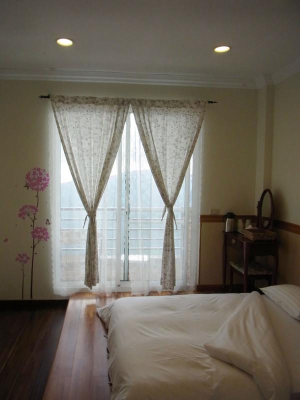 每間房間都是觀景房.在房裡就可以看到山景了.超棒的吧!
