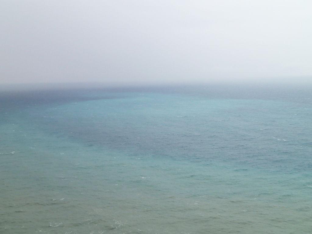 終於有拍到些許蔚藍的海了..感動阿