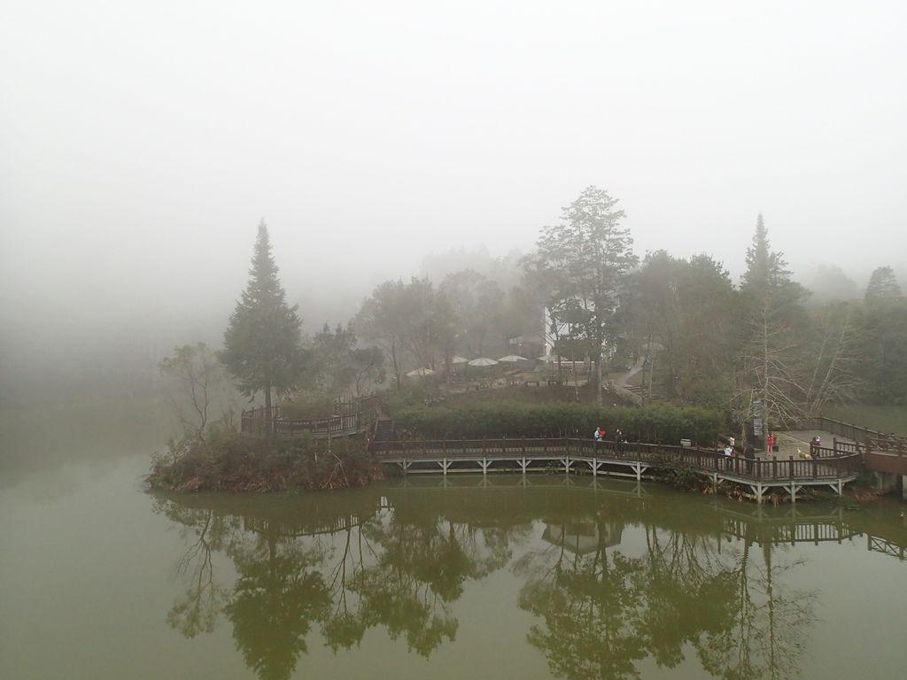 雲霧時而飄來.時而漂走