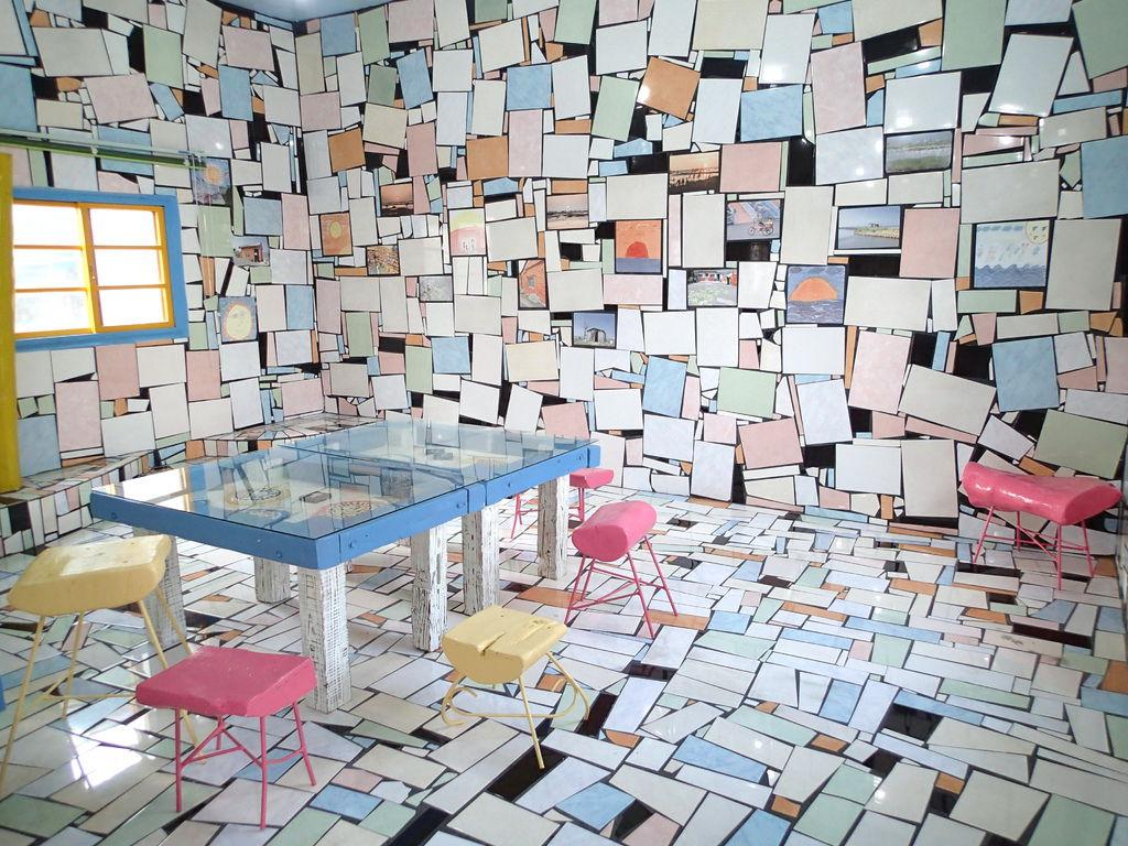不規則的磁磚拼貼..超有創意.也很好拍