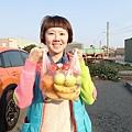 這裡的村民好熱情..一位阿姨還把他們家的水果通通給我帶回去吃