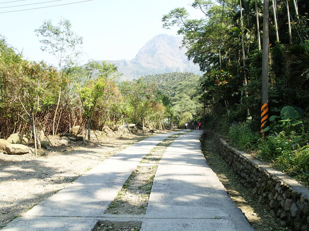 但既然來爬山..就多走幾步路..況且有些路低底盤的車會撞到