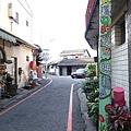 隱身在巷弄裡..整個社區的彩繪不算是很特殊.但還是帶給人有一種很活潑的感覺