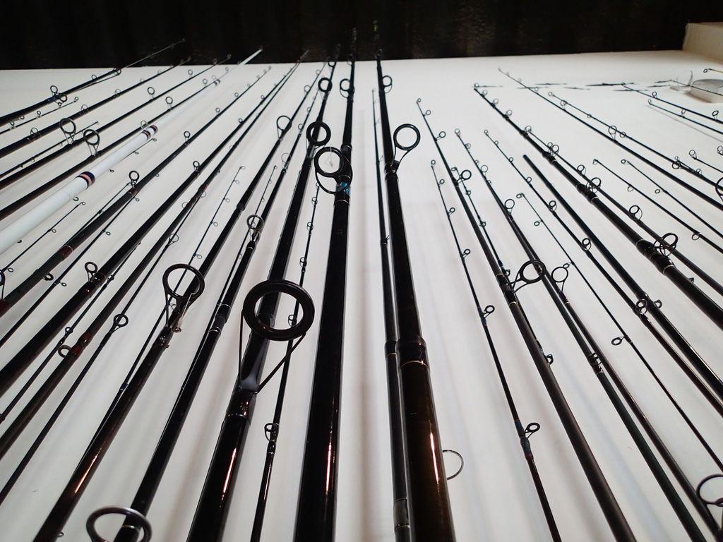 大廳展示的各式釣竿
