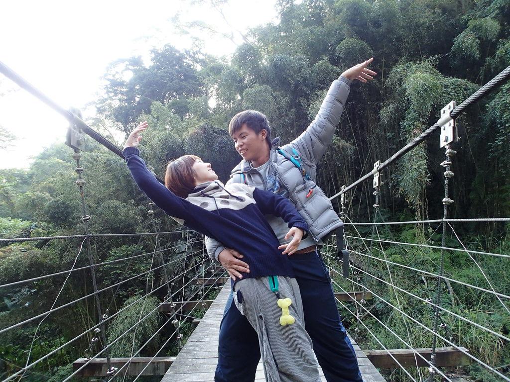 快和我們在米羊吊橋上共舞吧!