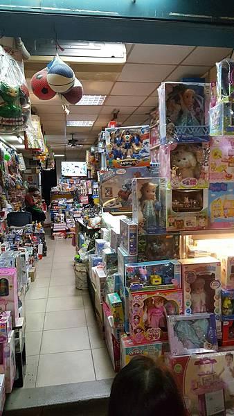 淡水英專路的齊全的玩具老店_4015.jpg