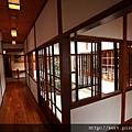 北投文物館圍繞坪庭的廊道.jpg