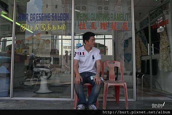 檳城_印度人開的理髮店前.jpg