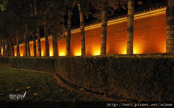 故宮外牆夜景.jpg