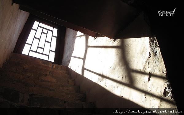 承德普陀宗乘之廟(小布達拉宮)仰天的窗.jpg