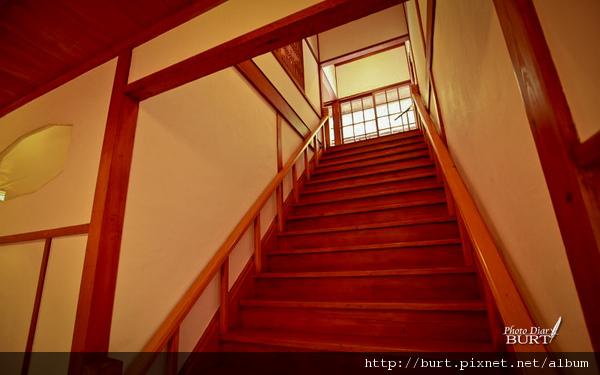 北投文物館上二樓的樓梯.jpg