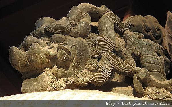 雍和宮鐘上的龍造型扣環.jpg