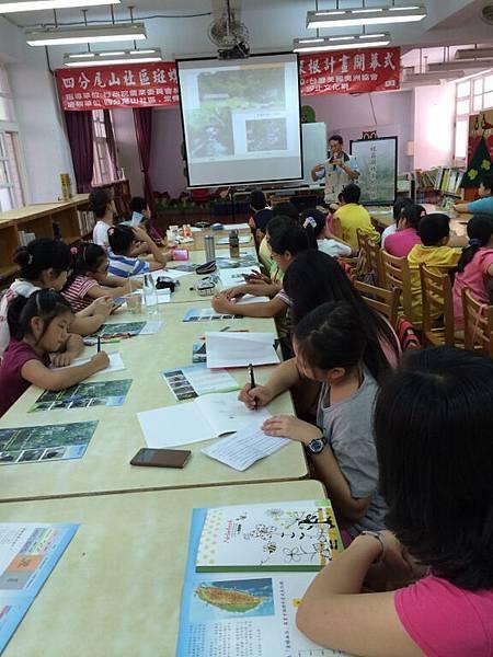 第一堂課由洪西洲主任主講,講師與學員間問答熱絡。