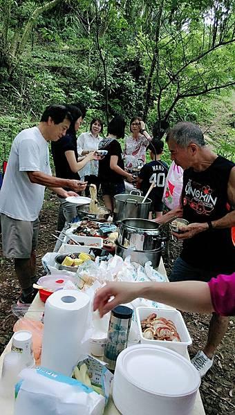 1771森林野宴-滿桌豐盛的餐點.jpg
