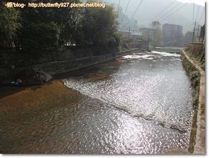 訓練游泳的小河流