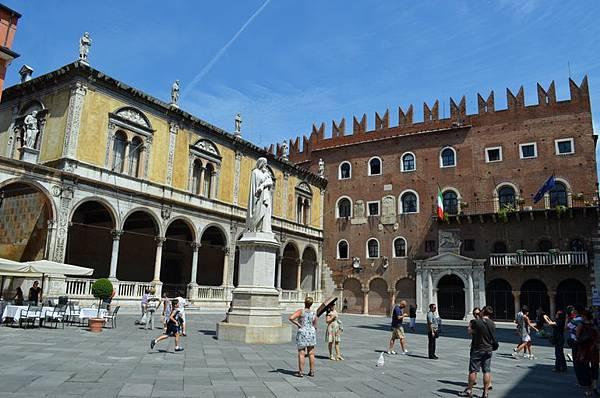 piazza-dei-signori-photo_1636521-770tall