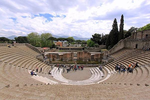 Theatre_at_Pompeii