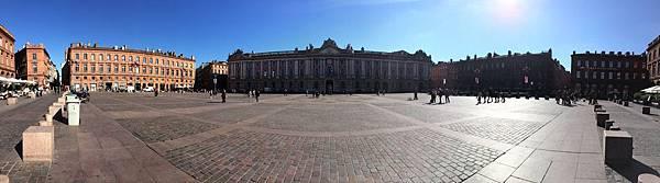 Place_du_Capitole_(Toulouse)