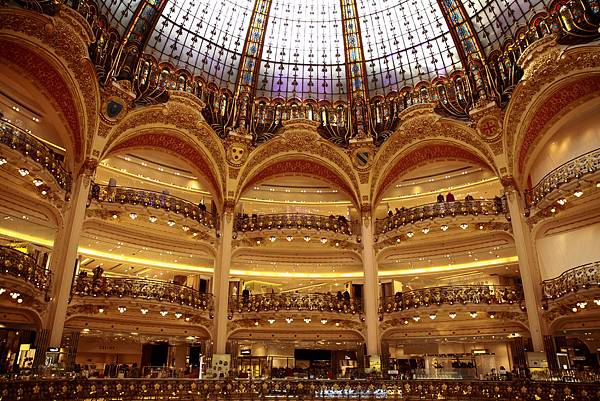 Galeries_Lafayette_2,_Paris_September_2013