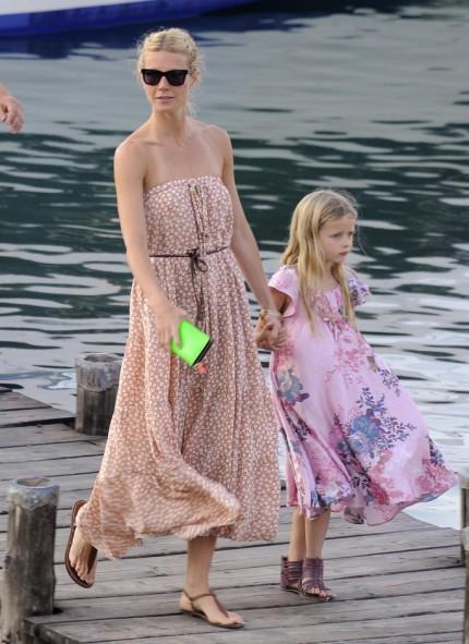 gwyneth-paltrow-red-bikini-kids-beach-07092011-06-430x591