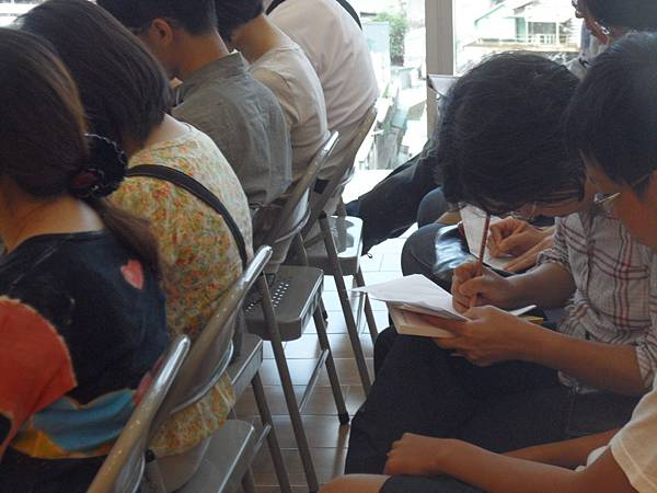 03_戴老師十分強調「專心聽講,認真做筆記」的重要性,用心記錄,一定有收穫!