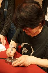 森山老師專注的簽名中(小).jpg