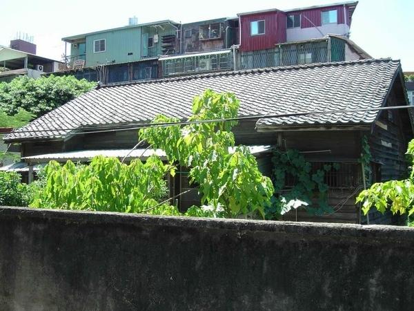 ㄇ字形的屋頂