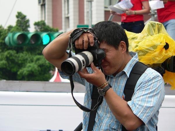 攝影大哥用力拍