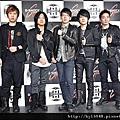 2013-01-06 五月天 4首歌撈百萬02