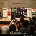 2013-01-15 15'53 @阿信 @monster怪獸 代表五月天到馬來西亞,宣傳加場諾亞方舟〜第一場8小時秒殺,第二場會有多快紀錄呢?!