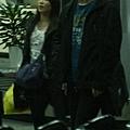 臺灣超人氣組合五月天抵昆 阿信肢體語言表心情2.jpg