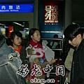 臺灣超人氣組合五月天抵昆 阿信肢體語言表心情4.jpg