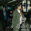 臺灣超人氣組合五月天抵昆 阿信肢體語言表心情10.jpg