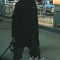 臺灣超人氣組合五月天抵昆 阿信肢體語言表心情12.jpg