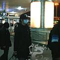 臺灣超人氣組合五月天抵昆 阿信肢體語言表心情15.jpg